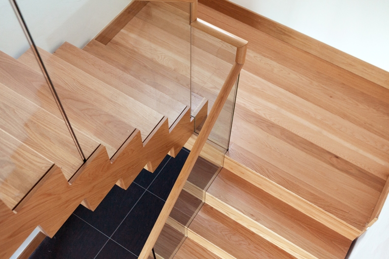 Double cut string staircase