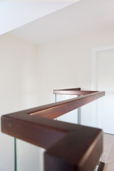 Walnut handrail with square profile and glass balustrade