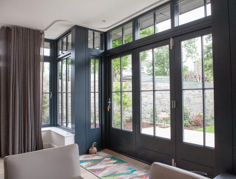 Black bi-fold doors and side screens