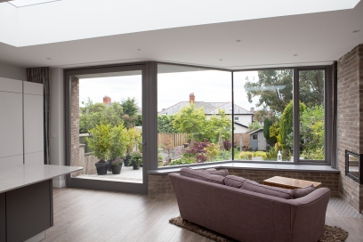 Pivot door and window with a garden view