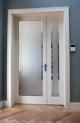 Internal door and side screen
