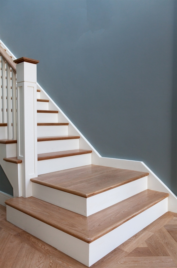 Staircase landing with decorative oversized newel post