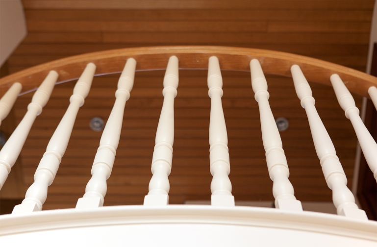 Landing area with cream spindles and oak handrail